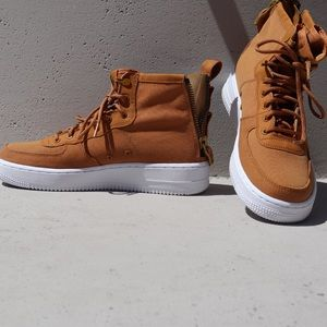 premier taux 5922d ca89b Women Nike Air Force Sneaker Boot on Poshmark